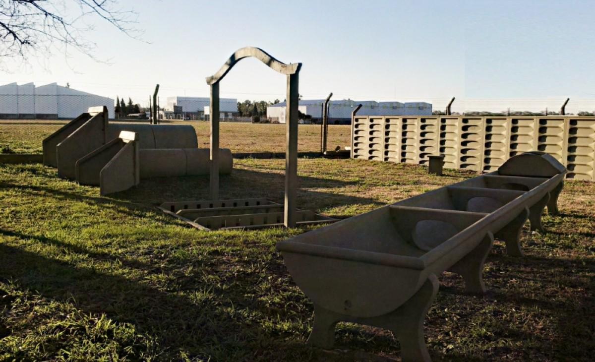 Servicios cesana aguadas y piletas parque industrial for Barrefondos piscina
